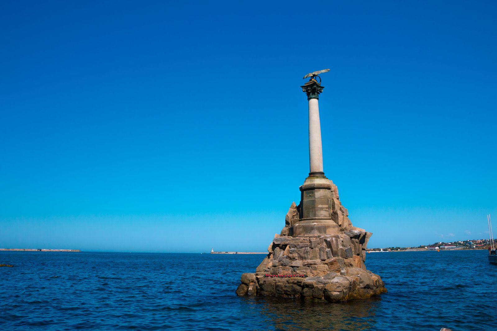 Крым. Памятник Затопленным кораблям в Севастополе